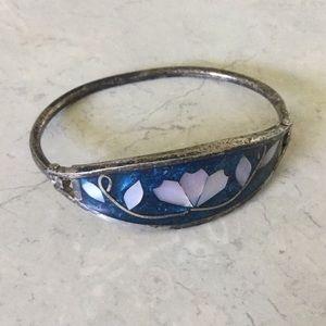 Jewelry - Antique bangle
